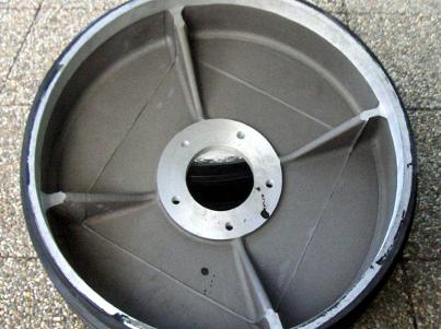 Pogumování hliníkového kola strhávače chmele